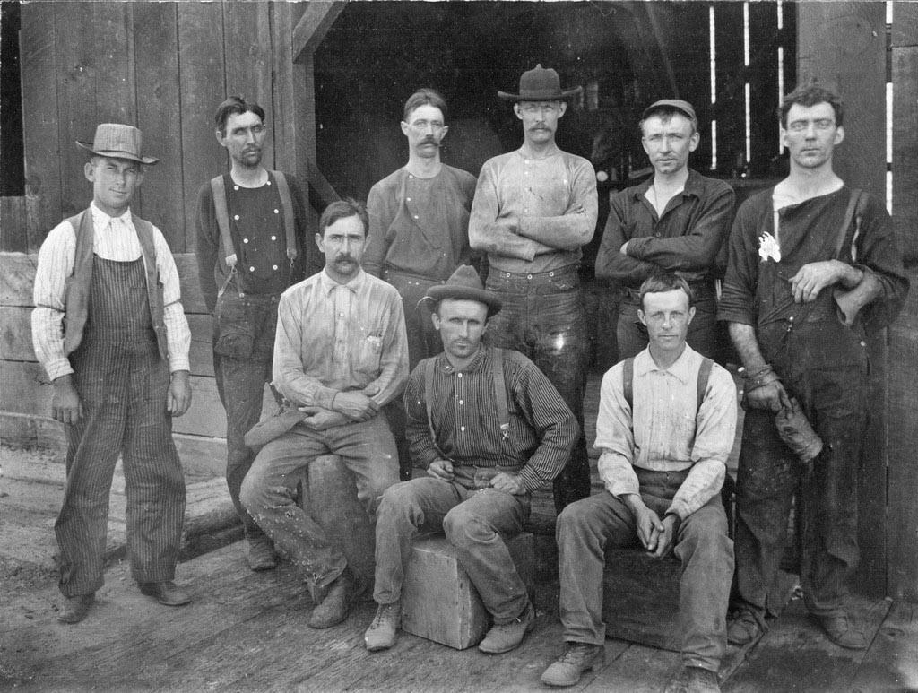 کارگران در شلوارهای جین
