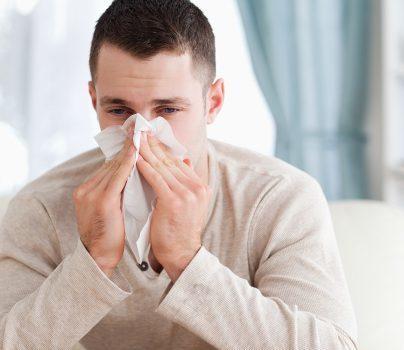 سرما خوردگی و  ۷ درمان طبیعی  برای غلبه بر این بیماری