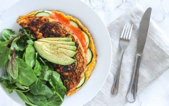 طرز تهیه املت ماهی سالمون دودی سرشار از پروتئین برای پیش از ورزش