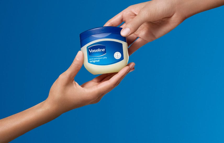 کاربردهای وازلین به عنوان یک ماده آرایشی و زیبایی پوست و مو