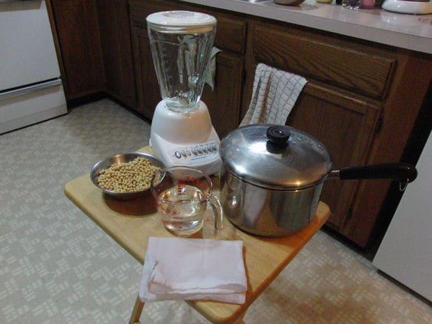 وسایل تهیه شیر سویا
