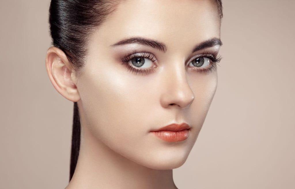 چهره ای با آرایش طبیعی