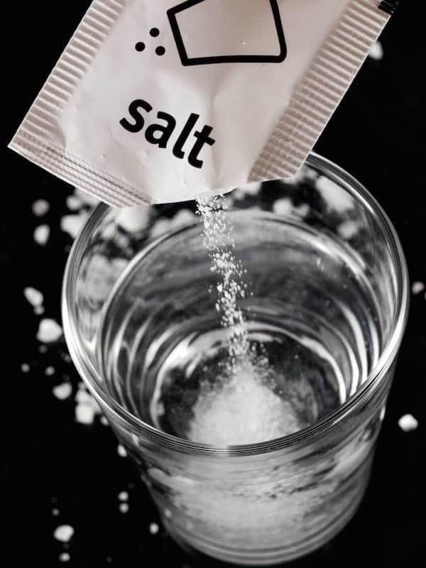 استفاده از آب نمک برای یخ پک و یخ ژله ای