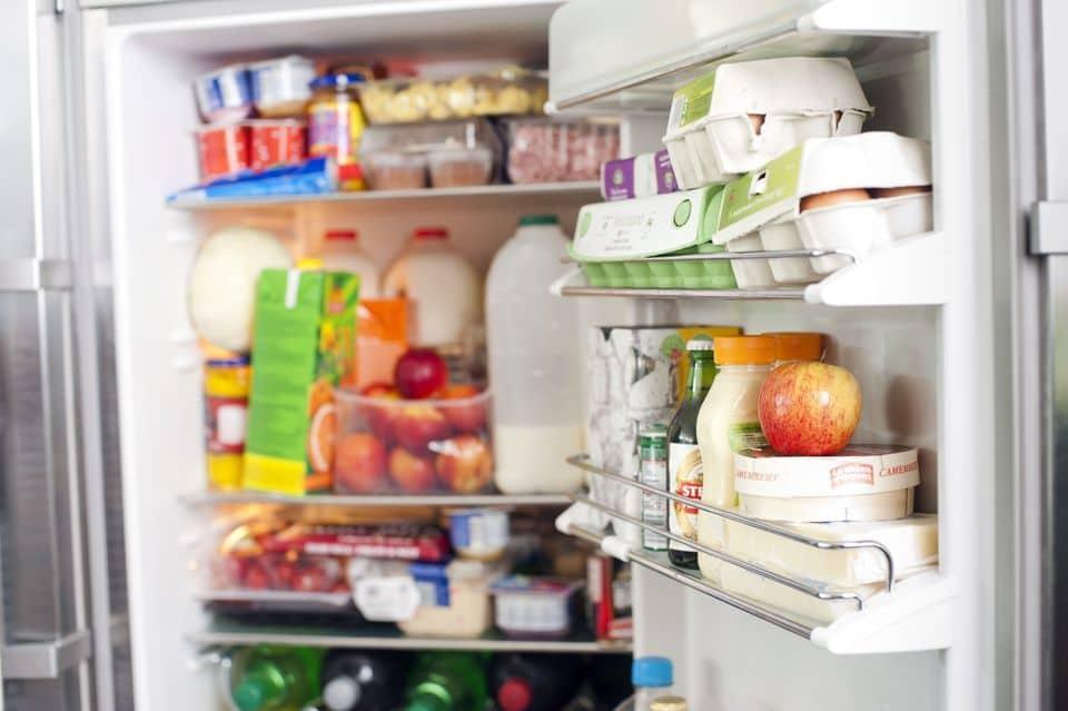 آشپزخانه و یخچال