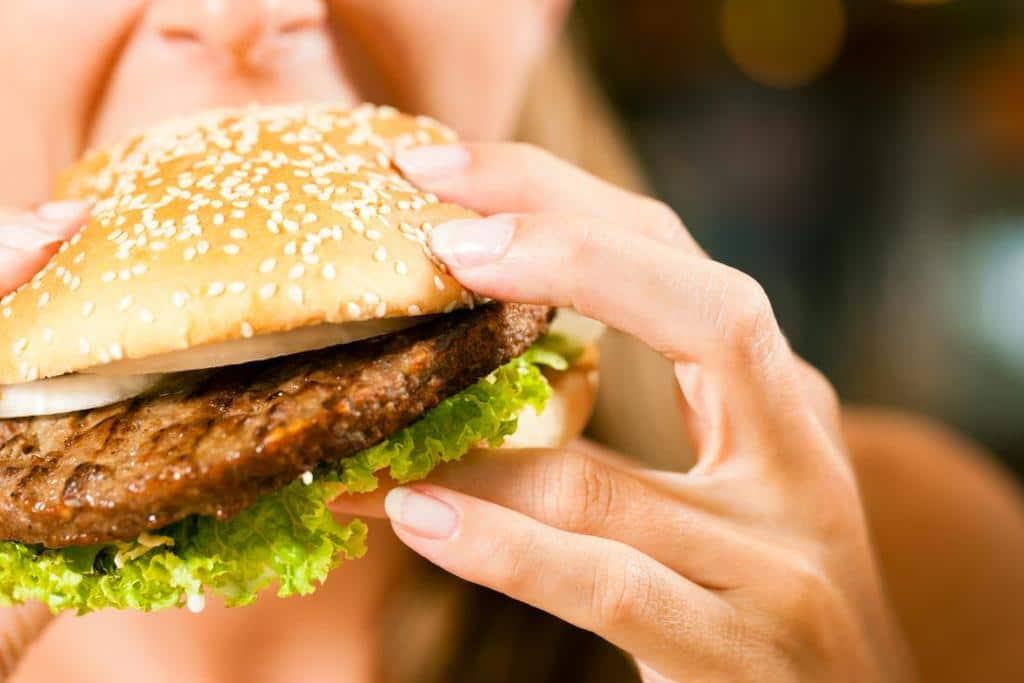 سرطان سینه ؛ افزایش میزان چربی در رژیم غذایی در طی نسل ها سبب افزایش خطر ابتلا به سرطان سینه می شود
