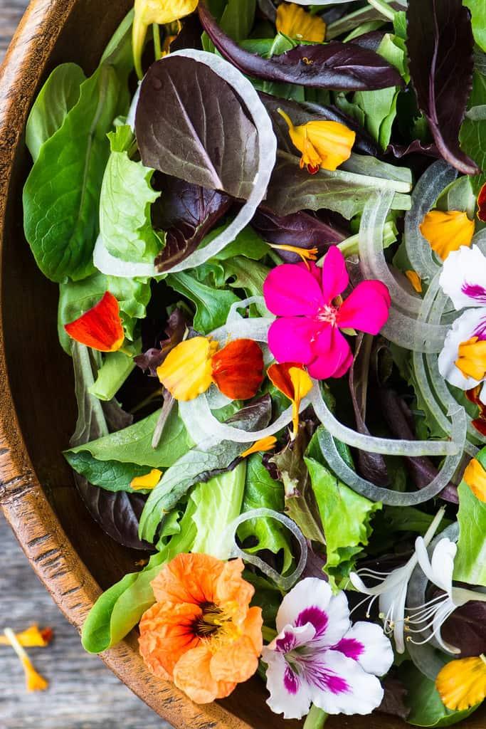 سالاد گلهای خوراکی