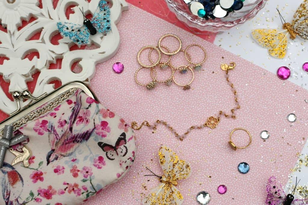 چگونه از جواهرات مختلف برای کامل کردن استایل خود استفاده کنیم؟