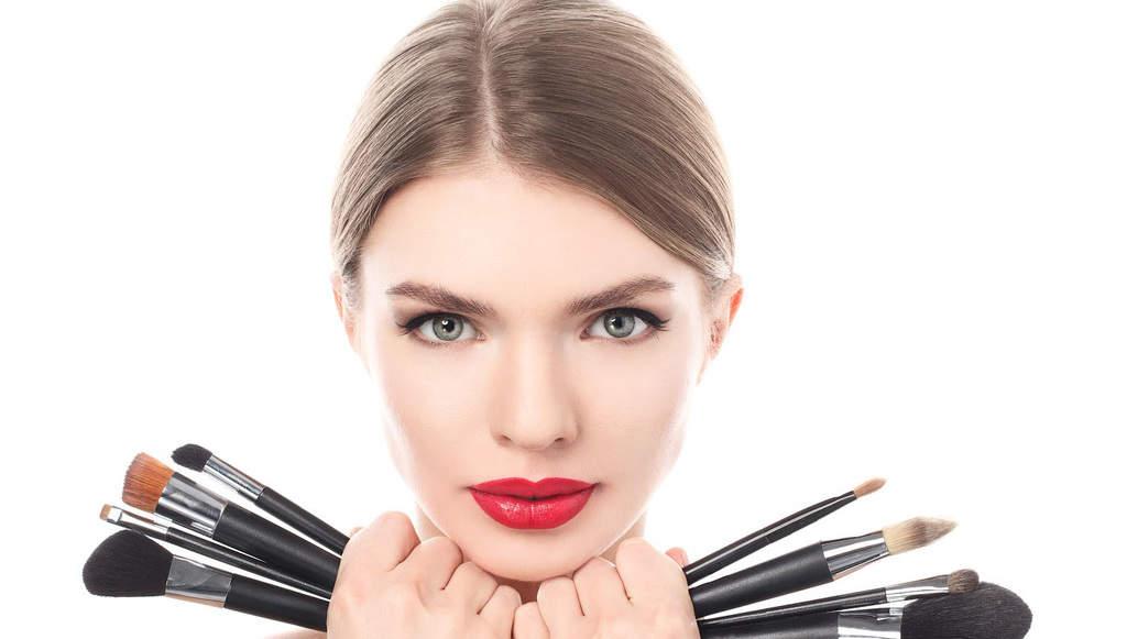 18 اشتباه رایج آرایشی که حتما باید از آنها اجتناب کنید