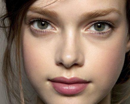 اگر میخواهید آرایش طبیعی و ملایم داشته باشید به این روش عمل کنید