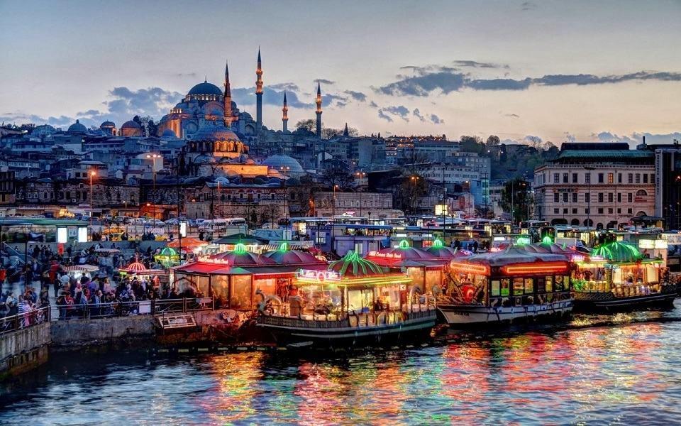 ترکیه یک دولت سکولار است و هیچ دین رسمی دولتی ندارد