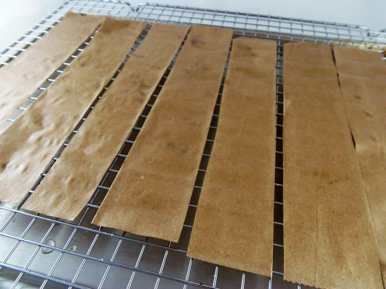 خشک کردن کاغذهای تله چسبی حشرات