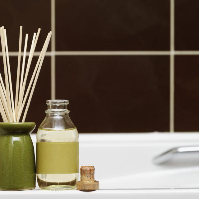 حمام سم زدا چگونه به سلامتی بدن کمک میکند و نمک حمام چگونه ساخته میشود؟
