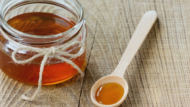 استفاده از عسل برای ترک پاشنه پا