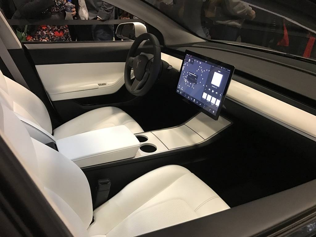 کابین تسلا مدل 3