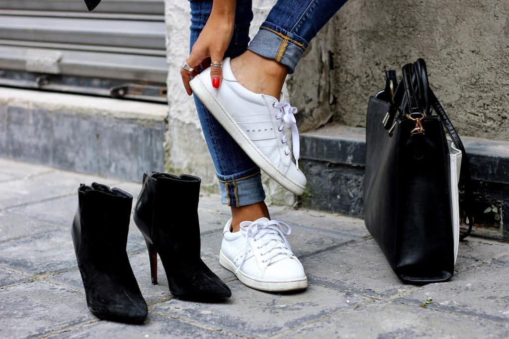 کفشهای کتانی سفید خود را به این روش مانند روز اول تمیز کنید