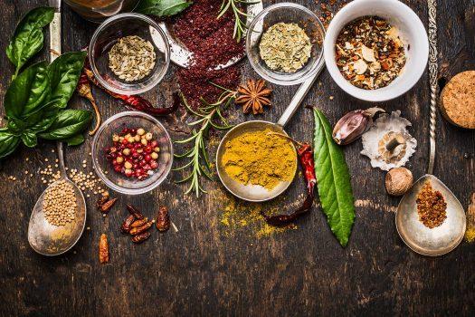 کاهش مصرف نمک با استفاده از ۱۱ نوع ادویه خوشمزه و گیاه معطر