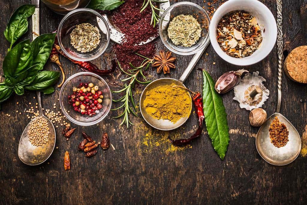 کاهش مصرف نمک با استفاده از 11 نوع ادویه خوشمزه و گیاه معطر