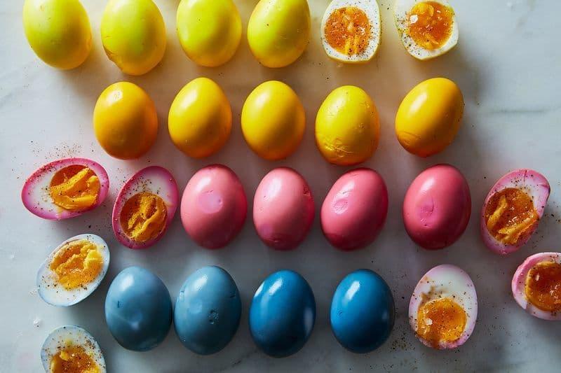 ترشی تخم مرغ رنگی