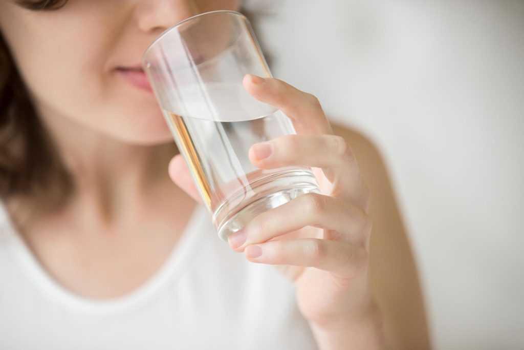 آب کافی مانع از مشکلات پوستی