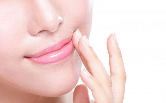 چگونه بدون آرایش کردن لبهای قرمز و خوشرنگ داشته باشیم؟