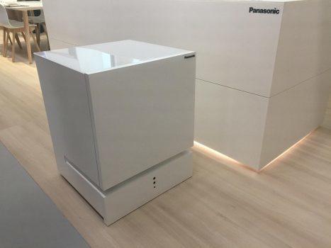 یخچال هوشمند Panasonic با صدا کردن به نزد شما میآید