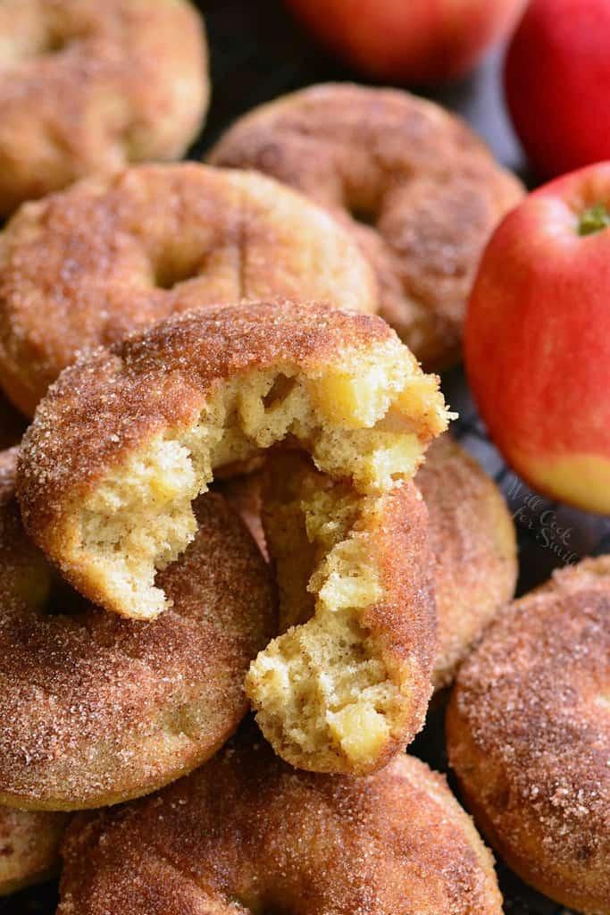دونات پای سیب در فر