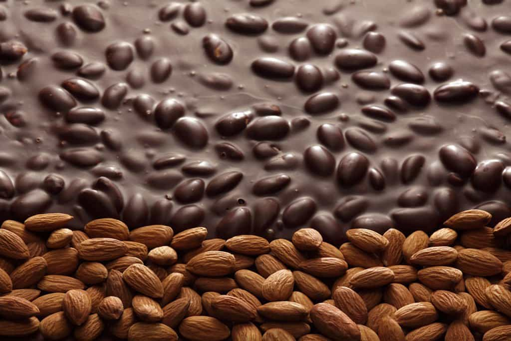 شکلات بادامی