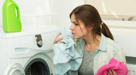 چگونه بوی رطوبت و نمزدگی را در لباسها از بین ببریم؟