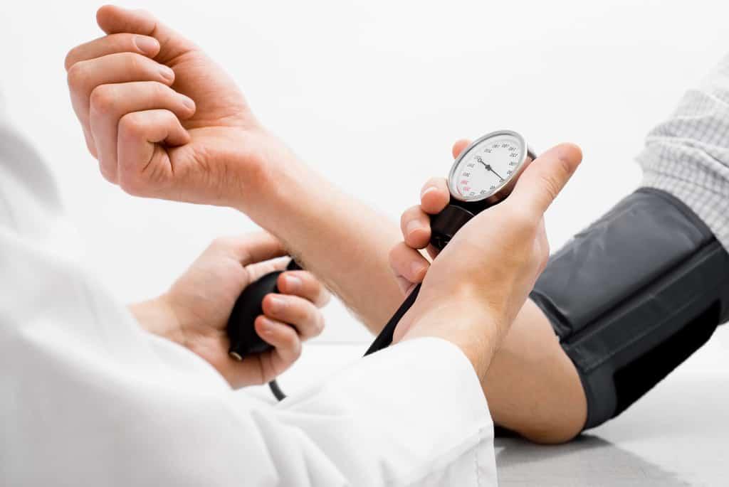 برای درمان فشار خون زیاد، درد قفسهی سینه و اختلالات خاص مربوط به ضربان قلب استفاده میگردد.