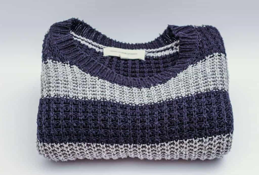 روش شستن لباس بافتنی و پشمی و اندازه کردن ژاکتی که آب رفته است
