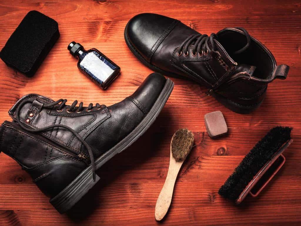 لکه واکس کفش و لکه چسب را به این روش از روی لباسها پاک کنید