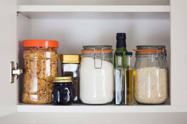 مرتب کردن کمد مواد غذایی خشک