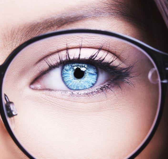 عارضه آستیگماتیسم: تعریف عارضه، علائم ابتلا، تشخیص، پیشگیری و درمان