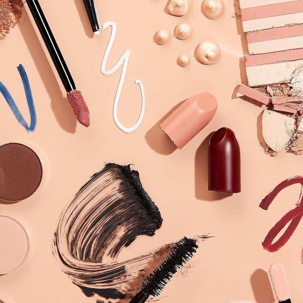 هشت وسیله ضروری در کیف لوازم آرایش