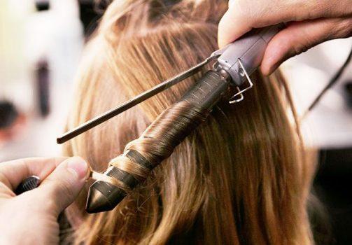 چرا موهای شما فر نمیشود؟ چند نکته برای افزایش دوام فر مو
