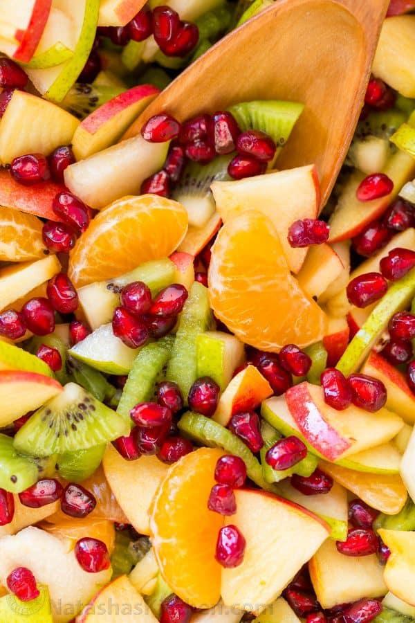 سالاد میوه زمستانی با رنگهای زیبا و طعمی عالی و مناسب مهمانی
