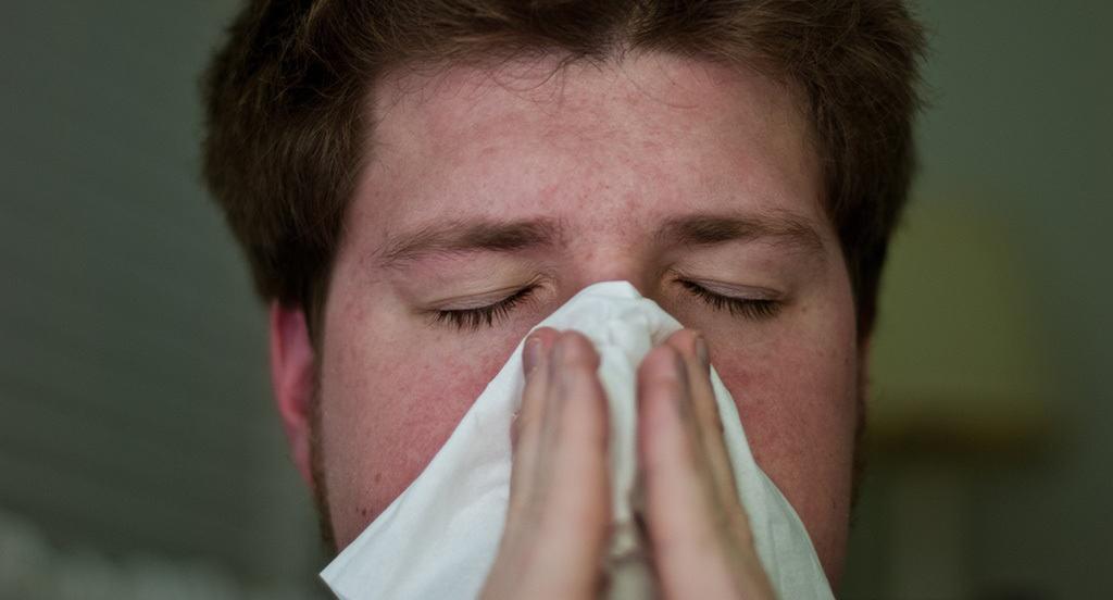 اسپری بینی دیمیستا، برای رفع علائم بینی، مانند گرفتگی، عطسه و آبریزش از بینی، که در اثر حساسیتهای فصلی به وجود آمده، استفاده میشود.