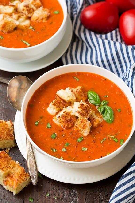 سوپ گوجه و ریحان به دو روش؛ سوپ گوجه کرمی و سوپ گوجه برشته
