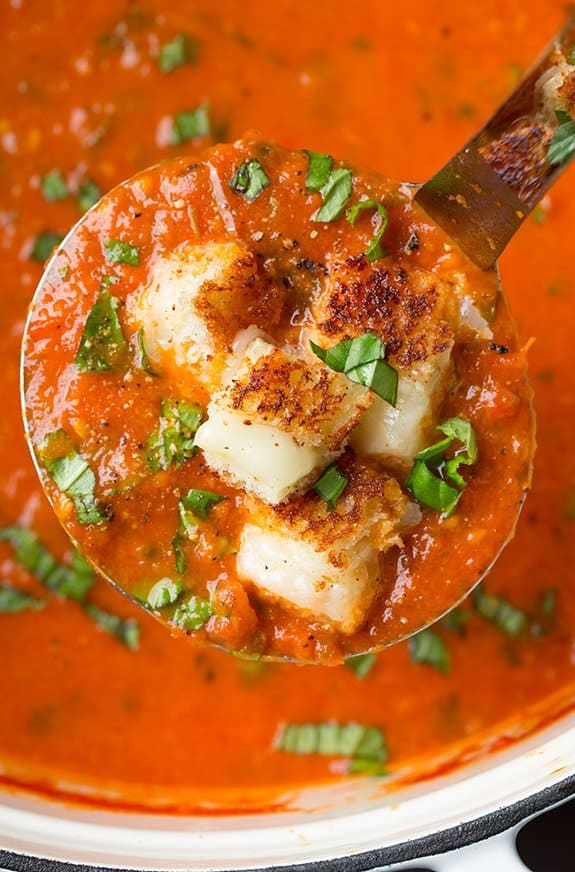 سوپ گوجه و نان کروتان