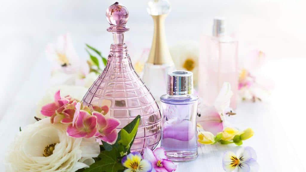 عطر گلها رایحههای دلپذیری که باعث شادی و نشاط شما میشوند