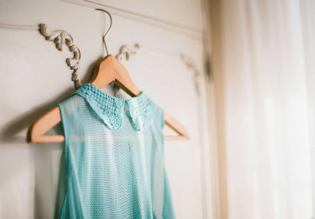 لکه ضدآفتاب و لکه کپک زدگی را به این روش از روی لباس پاک کنید