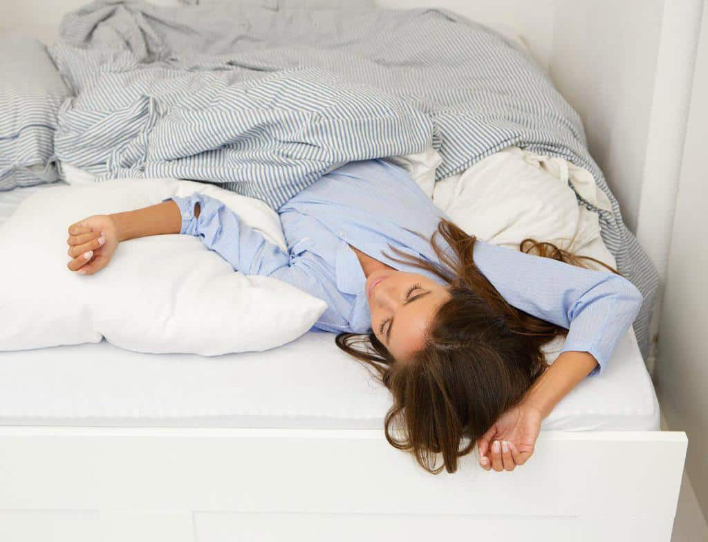آیا وضعیت خواب میتواند روی سلامت و زیبایی پوست اثرگذار باشد؟