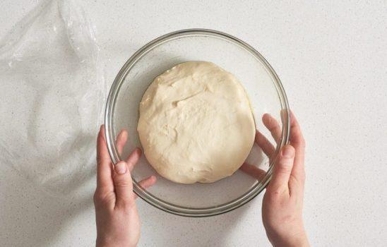 بهترین خمیر پیتزا ساده و بدون روغن با آموزش مرحله به مرحله و تصویری