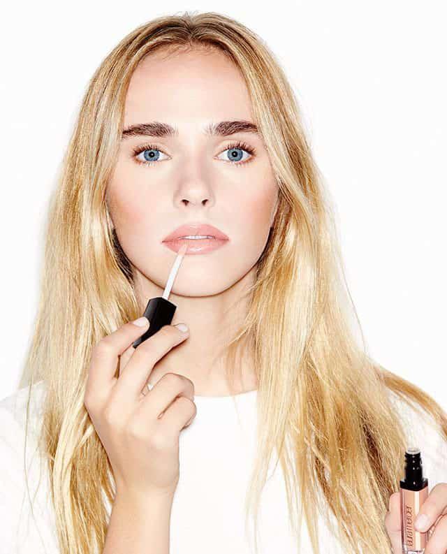 حجم دادن به لبها با آرایش در چهار گام