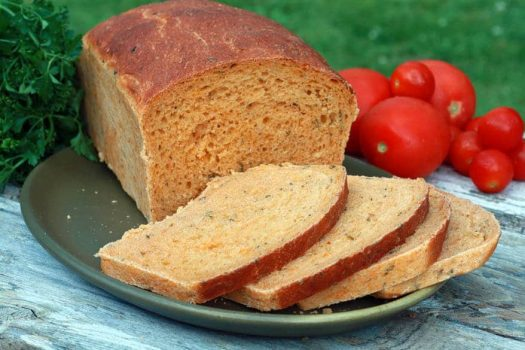نان گوجه و سبزی با گوجه برشته و سبزی معطر (نان ایتالیایی)