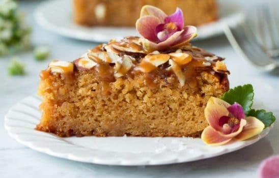 کیک بادام با سس کارامل (تارت Toscakaka)