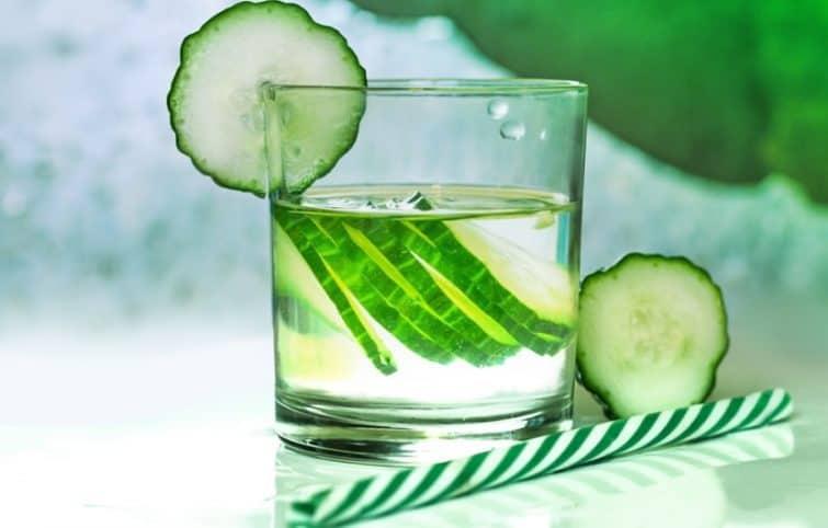 آب خیار و معرفی ۷ مورد از مزایای استفاده از این نوشیدنی مفید