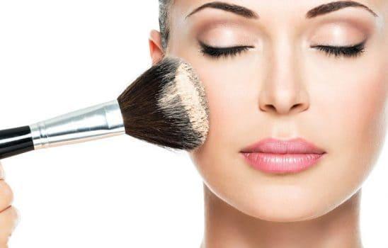 استفاده از فونداسیون و کرم پودر با برس آرایشی ، آشنایی با انواع برسها و کاربرد آنها