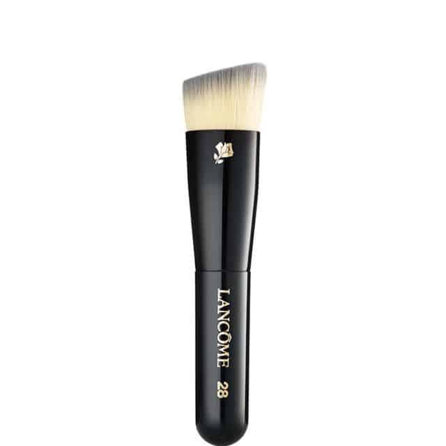 استفاده از فونداسیون و کرم پودر با برس آرایشی