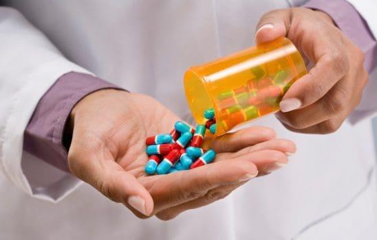 داروی تاکرین: معرفی ویژگی ها، کارکرد، نحوه مصرف و عوارض جانبی این دارو